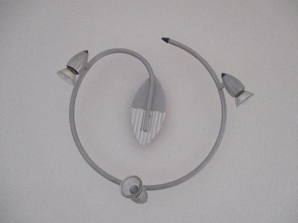 runde lampe mit drei strahlern f r wand oder decke in kenzingen lampen kaufen und verkaufen. Black Bedroom Furniture Sets. Home Design Ideas