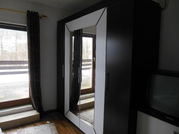 Schlafzimmer komplett (Wenge, Weiß) in Treuchtlingen - Schränke ...