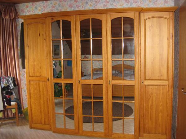 schlafzimmer pinie cognac kleiderschrank mit aufsatz und einzelbett beides kiefer massivholz. Black Bedroom Furniture Sets. Home Design Ideas