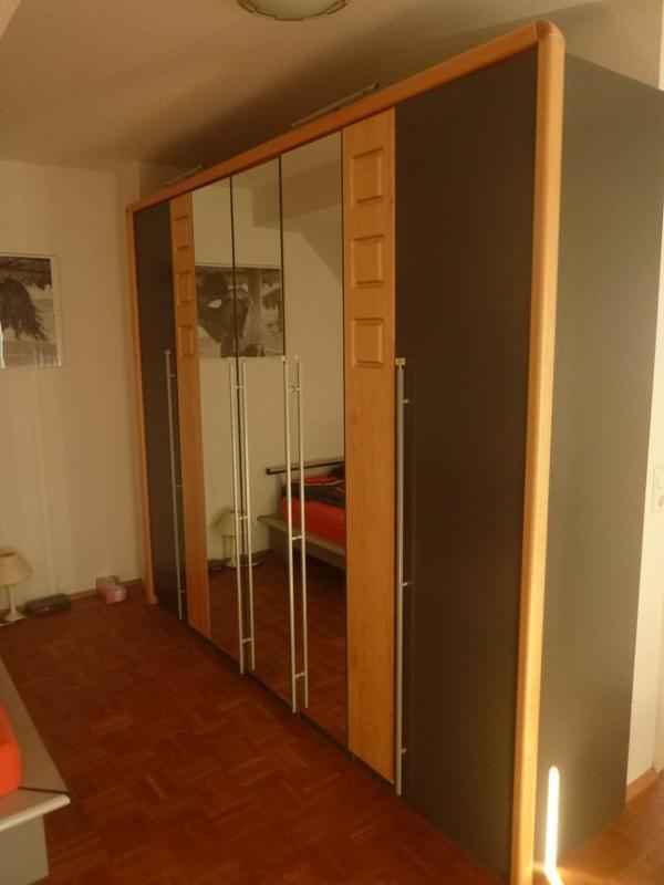 schlafzimmerschrank massivholz kaufen gebraucht oder neu. Black Bedroom Furniture Sets. Home Design Ideas