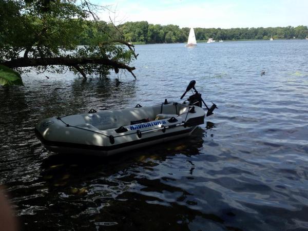 schlauchboot mit elektromotor in berlin kanus ruder schlauchboote kaufen und verkaufen ber. Black Bedroom Furniture Sets. Home Design Ideas