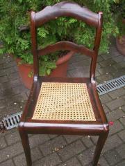 schöner antiker Stuhl