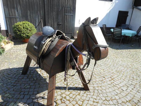 sch nes holzpferd zu verkaufen in rosbach pferde kaufen und verkaufen ber private kleinanzeigen. Black Bedroom Furniture Sets. Home Design Ideas