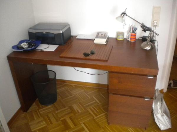 schreibtisch ikea malm mit aufbewahrung und fach in. Black Bedroom Furniture Sets. Home Design Ideas