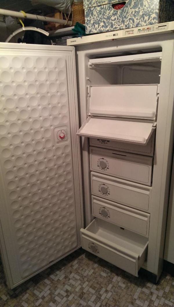 zum verkauf steht ein siemens gefrierschank ko plus. Black Bedroom Furniture Sets. Home Design Ideas