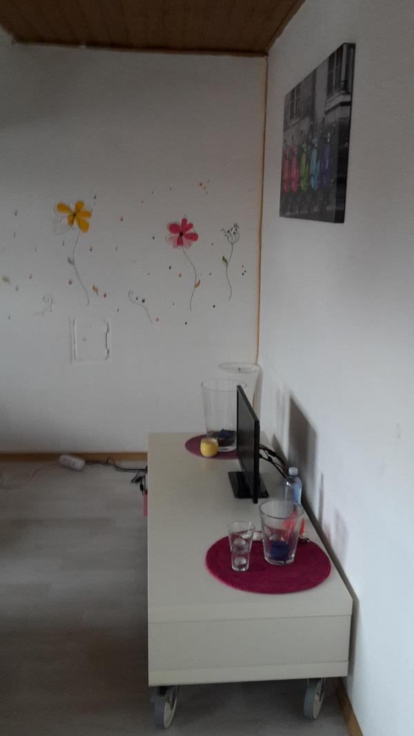 suche dringend nachmieter f r meine dachgeschoss wohnung in landau vermietung 2 zimmer. Black Bedroom Furniture Sets. Home Design Ideas