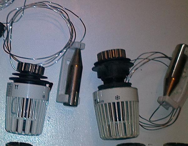 thermostatkopf mit fernf hler 2x in m nchen elektro heizungen wasserinstallationen kaufen. Black Bedroom Furniture Sets. Home Design Ideas