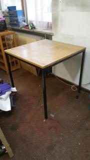 Tisch (quadratisch) aus