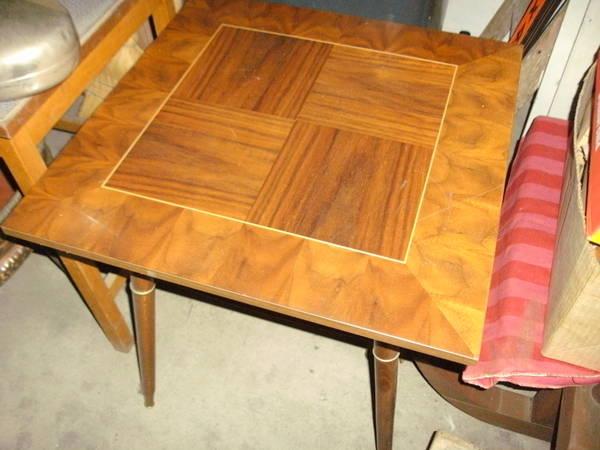 Tisch quadratisch in hringen haushaltsaufl sungen for Kleiner tisch quadratisch