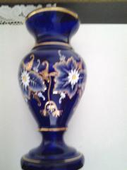 Vasen Zwei schöne Vasen, eine in Kobaldblau,Glas und eine Kristallvase, Höhe 32cm - 35cm hoch, ... 35,- D-19406Sternberg Heute, 18:09 Uhr, Sternberg - Vasen Zwei schöne Vasen, eine in Kobaldblau,Glas und eine Kristallvase, Höhe 32cm - 35cm hoch