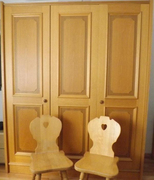 voglauer kleiderschrank 2 voglauer bauernst hle zu verkaufen in ludwigshafen stilm bel. Black Bedroom Furniture Sets. Home Design Ideas