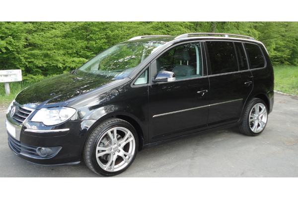 vw touran highline 2 0l tdi 170 ps deep black perleffekt. Black Bedroom Furniture Sets. Home Design Ideas