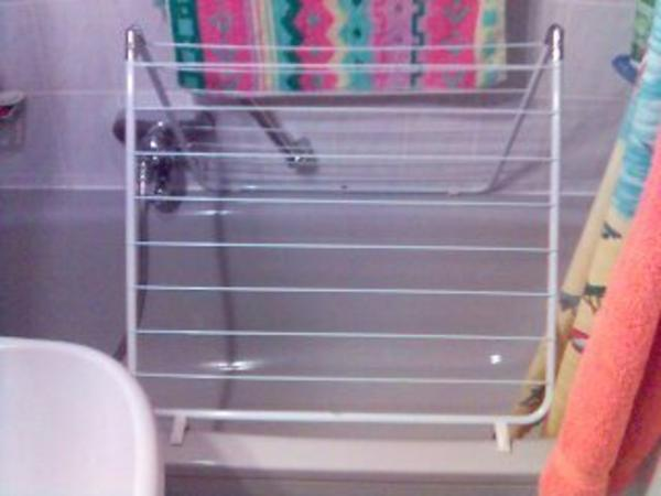 zum aufstellen in jeder position auf den badewannen rand. Black Bedroom Furniture Sets. Home Design Ideas