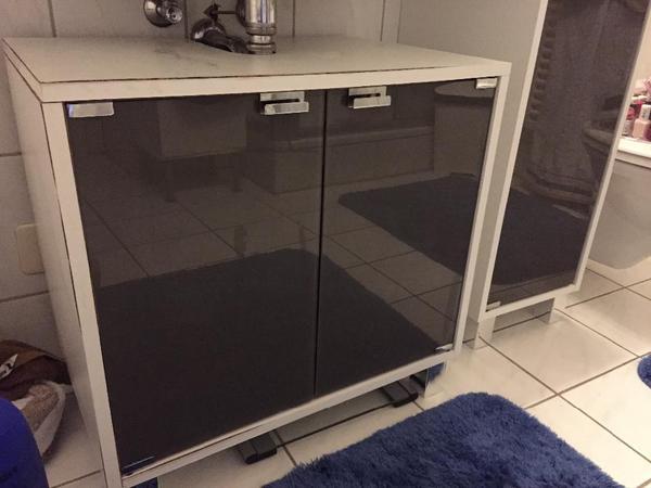 waschbeckenunterschrank badschrank von tchibo in n rnberg bad einrichtung und ger te kaufen. Black Bedroom Furniture Sets. Home Design Ideas