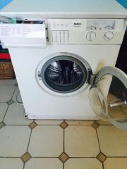 Waschmaschine mit Dämpfungsmatte