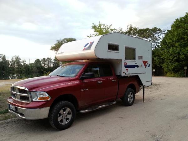 wohkabine tischer trail 275 s mit pickup dodge ram 1500. Black Bedroom Furniture Sets. Home Design Ideas