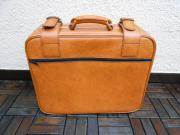 Wohnungsauflösung: Koffer abzugeben