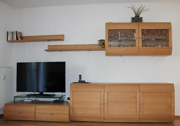 besteht aus 6 teilen ohne fernseher 2 regalbretter 1 h ngeschrank 1 tv unterschrank. Black Bedroom Furniture Sets. Home Design Ideas