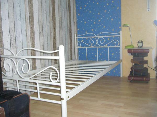 zauberhaftes wei es metallbett in f rth betten kaufen und verkaufen ber private kleinanzeigen. Black Bedroom Furniture Sets. Home Design Ideas