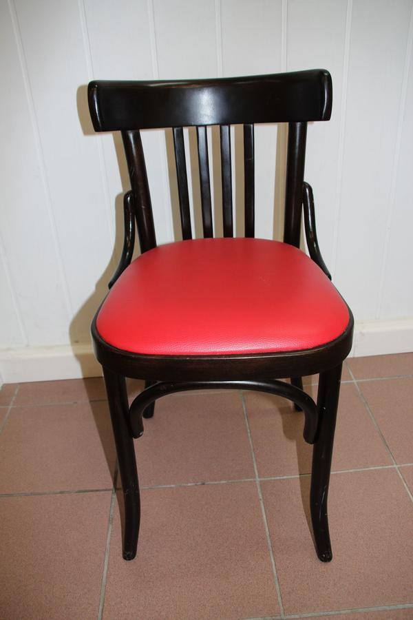 16 Massivholz Stühle Stück 45EUR