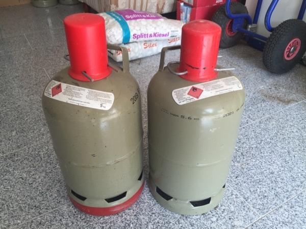 2 propangas flaschen grau 5 kg in gommersheim campingartikel kaufen und verkaufen ber. Black Bedroom Furniture Sets. Home Design Ideas