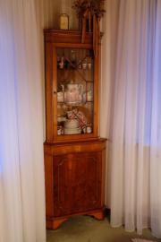 eckschrank vitrine haushalt m bel gebraucht und neu. Black Bedroom Furniture Sets. Home Design Ideas