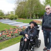 Assistenz für Rollstuhlfahrerin