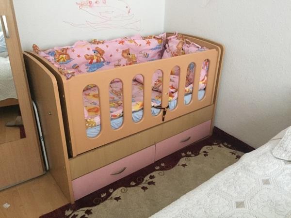 babybett mit schaukelfunktion in bregenz wiegen. Black Bedroom Furniture Sets. Home Design Ideas