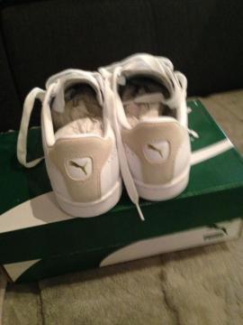 Biete neue weiße Puma Schuhe: Kleinanzeigen aus Schaidt - Rubrik Damenbekleidung