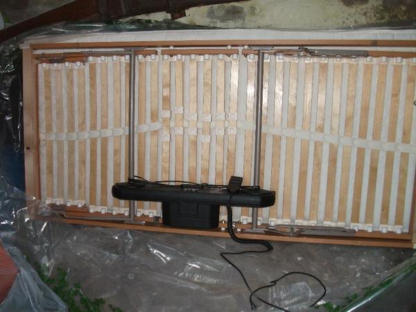 Elektisch verstellbarer Lattenrost mit Matratze