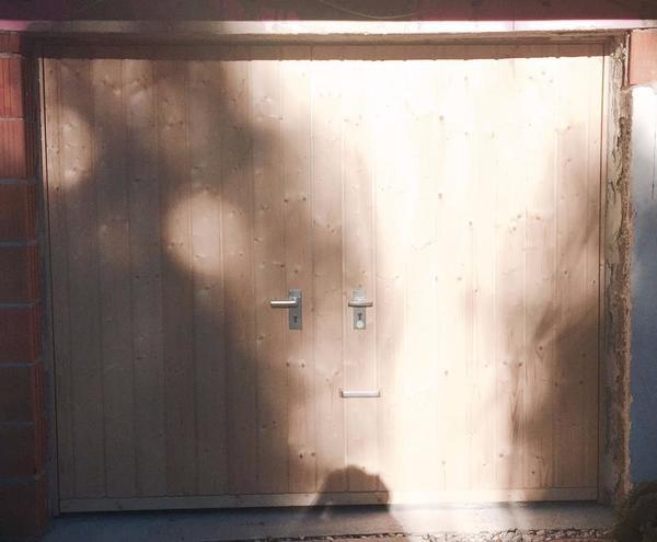 Garagentor NEU mit Tür PTS (Pfullendorfer Torsysteme) - Lieferung bis 500km! - Hausham - Ich biete hier ein neues Kipptor/Garagentor (Handbetrieb) zum Verkauf an (250cm x 212,5cm).Es wurde Ende November 2016 bei meiner Garage von einer Fachfirma eingebaut. Aufgrund weiterer notwendiger baulicher Umgestaltungen passt es leider jedoch - Hausham