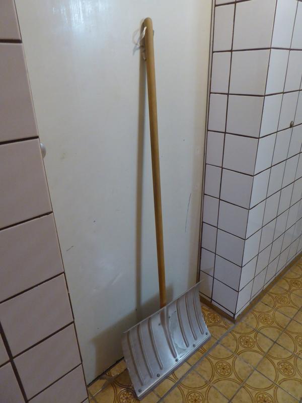 Gartengeräte- Rasenmäher-Vertikutierer-Schneeschaufel etc
