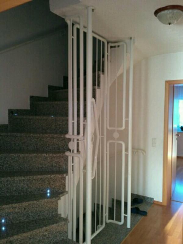 Geländer Treppenhaus mit Handlauf