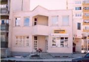 Geschäftsgebäude und Selbstverwaltung