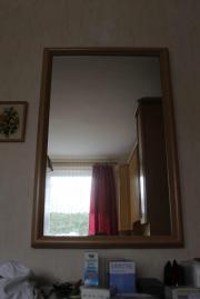 großer Wandspiegel mit