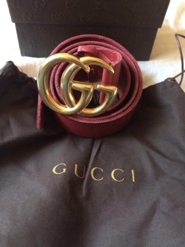Gucci Gürtel - Stuttgart Mitte - Original Gucci Gürtel- Modell : G46 - 100- Material: Leder Rot- Gold Schnalle ( ca. 7,5 cm x 5,5 cm )- Gesamtlänge 115 cm ( geeignet für Bauchumfang 97 cm - 103 cm )- Bestellgröße 100 cm ( gemessen von Mittelloch bis Schnalle )- Bre - Stuttgart Mitte