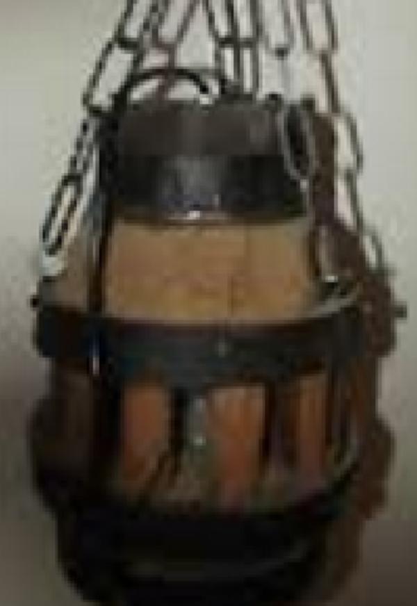 Handgefertigte rustikale Lampe aus antiker