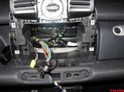 Hobby-Elektroniker baut Autoradio ein