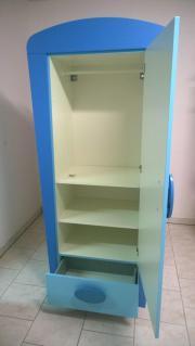 Kindermöbel ikea  IKEA Kindermöbel: Blauer Kinderschrank und Kommode in ...