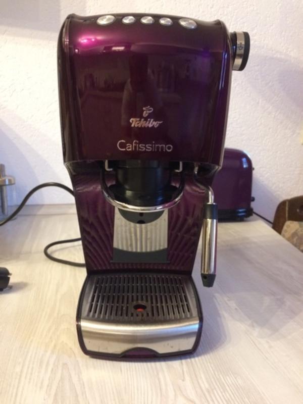 kaffeemaschine kapselmaschine tchibo cafissimo in aubergine lila mit milchaufsch umer top. Black Bedroom Furniture Sets. Home Design Ideas