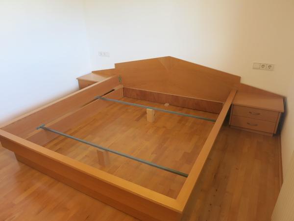 kostenlos gegen abholung bettgestell inkl nachttisch aus buche massiv in lustenau betten. Black Bedroom Furniture Sets. Home Design Ideas