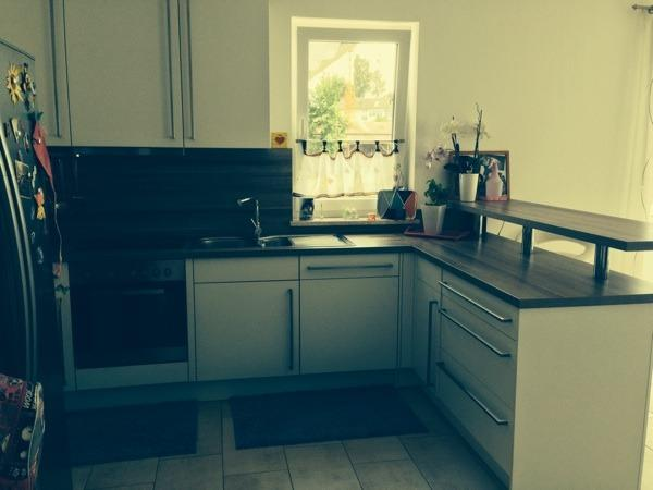 k che mit bar theke in erding k chenzeilen anbauk chen. Black Bedroom Furniture Sets. Home Design Ideas