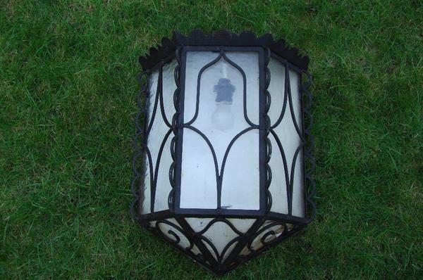 Lampe Außenbereich - Feucht - Lampe aus massiven Eisen / Metall Höhe 68cm Breite 42cm günstig abzugeben - Feucht