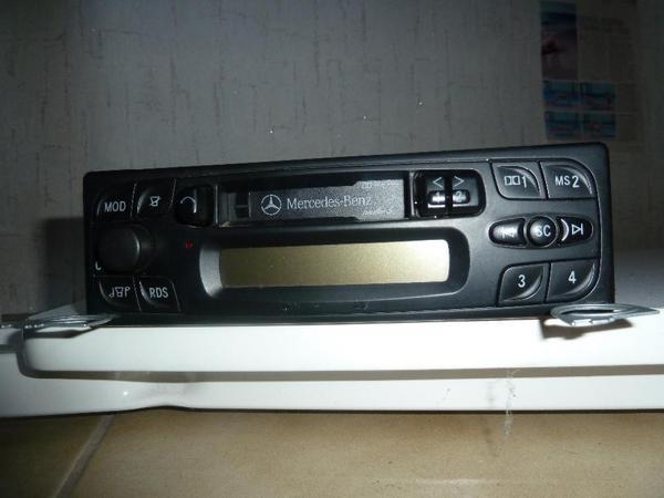 Mercedes Benz Audio 5 - Fürth - Verkaufe gutes Autoradio mit Kassettenfach , Bedienungsanleitung , mit Code vorhanden , Radio , Versand möglich ca 7EUR - Fürth