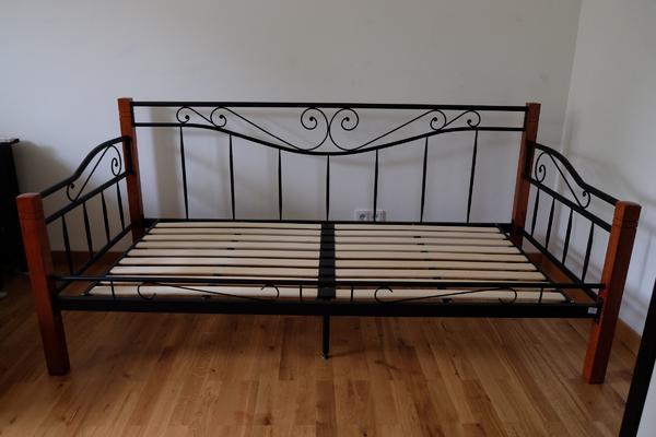 metallbett bett g stebett einzellbett lattenrost matratze 90x200cm alles nur jahr alt. Black Bedroom Furniture Sets. Home Design Ideas