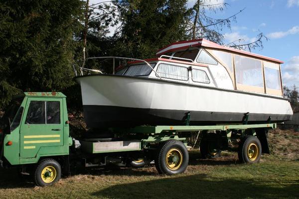 motorboot auf trailer mit multicar in stolzenhagen. Black Bedroom Furniture Sets. Home Design Ideas