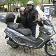 Motorradjacken und Helme