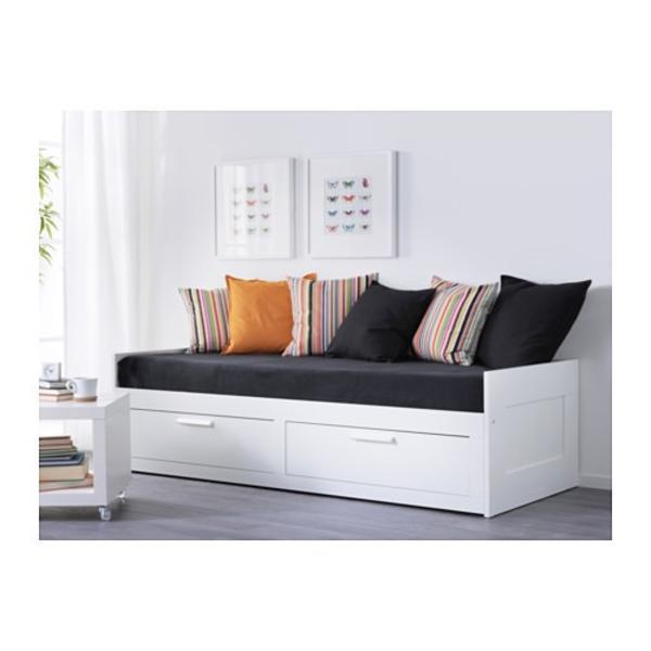 neuwertig brimnes tagesbett ausziehbar in. Black Bedroom Furniture Sets. Home Design Ideas