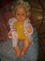 neuwertige Puppe