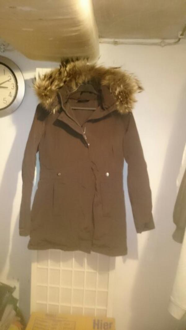 parka - Schifferstadt - verkaufe eine sehr schöne braune Winter parka mit abnehmbarer kaputze mit echtfell in der Größe 36. Nicht getragen, war ein Geschenk leider zu klein. neupreis 300euro. - Schifferstadt
